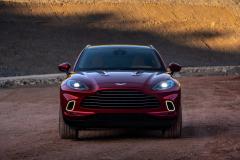 Aston Martin DBX Front2